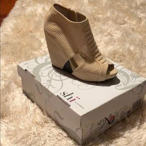 Wedge beige colored shoe
